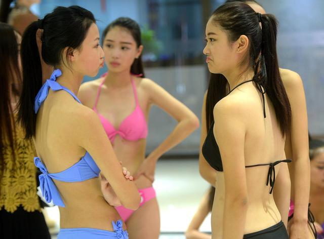济南女生高三艺考女子穿泳装参加选美v女生练胆(图)女生百名肉图片