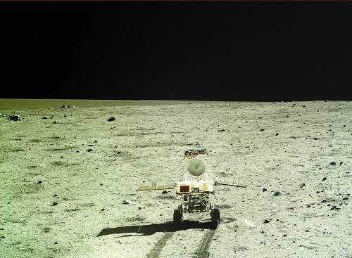 """月球车给自己""""挖坑"""" 调整姿态准备月夜休眠"""