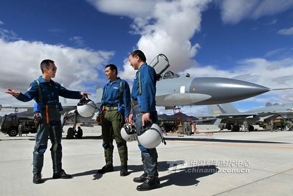 作战飞机进入院校教学 中国空军飞行员成长周期大幅缩短