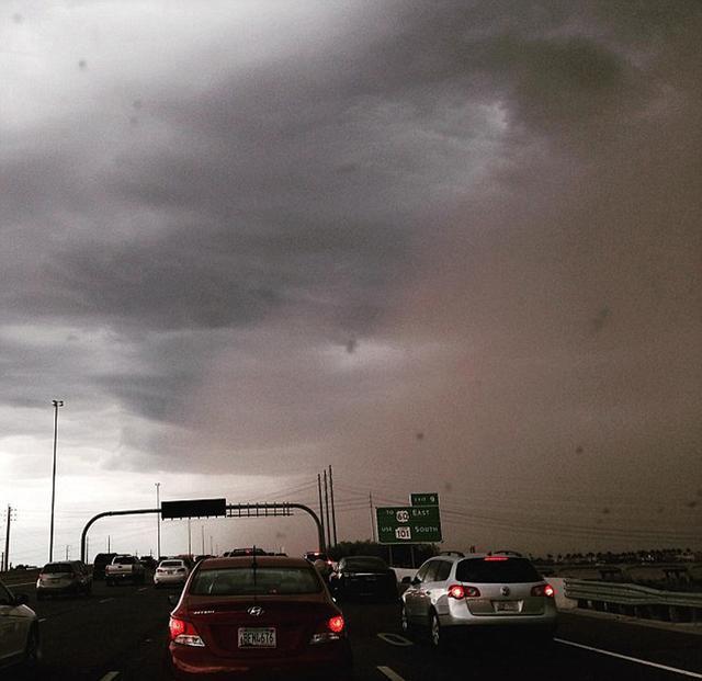特大哈布风暴袭击美国凤凰城 黄沙遮天蔽日(图)