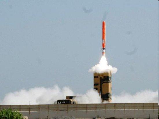巴基斯坦成功试射一枚可携带核弹头导弹(图)