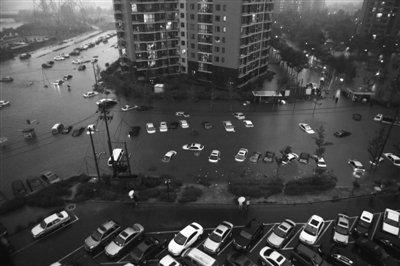 北京昨日遭遇61年最大暴雨 一天连发五次预警