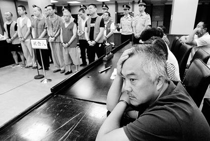 北京一村主任卖别墅骗1100万 用暴力当上村主任