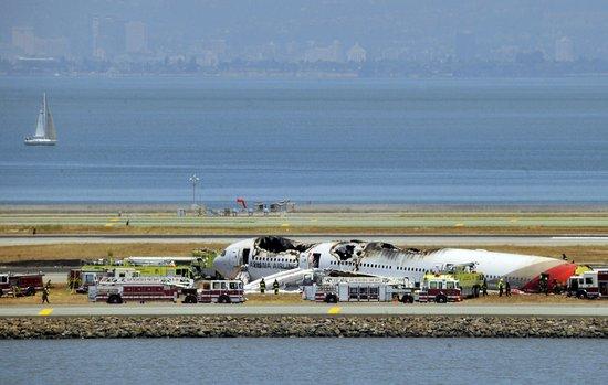 美国旧金山一架载290人韩国客机坠毁
