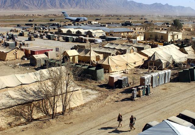 美军驻阿最大空军基地遇自杀袭击 致4死14伤