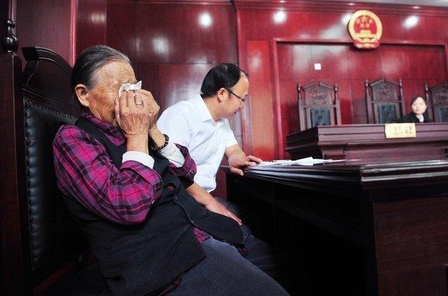 """北京首起""""常回家看看""""案宣判 被告需每月回家"""