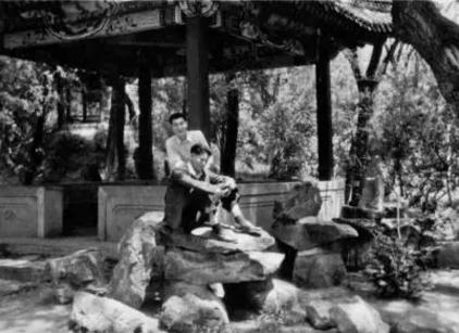 朱镕基曾被食堂师傅多找粮票 冒大雨跑回去退票