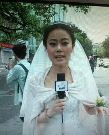 女主播披婚纱报道地震:宾馆称曾建议取消婚宴