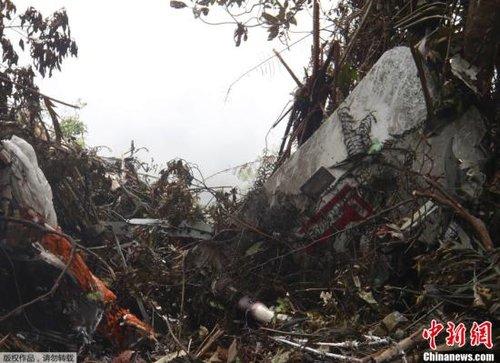 俄首批救援人员抵印尼 两名侦查员拟赴坠机现场