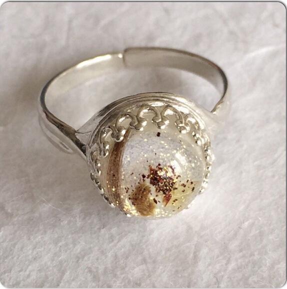 英国女子用人乳制作珠宝留念 受各地妈妈热捧