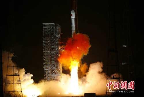 中国在西昌成功发射第四颗北斗导航卫星(图)