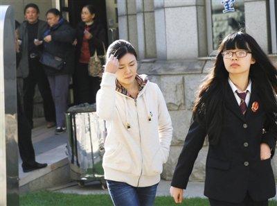 张曙光情妇罗菲受审当庭认罪 或获刑3年以下