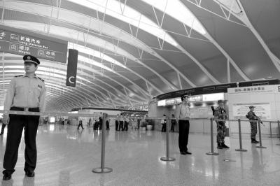 上海浦东机场发生爆燃事故 嫌疑男子随后割喉