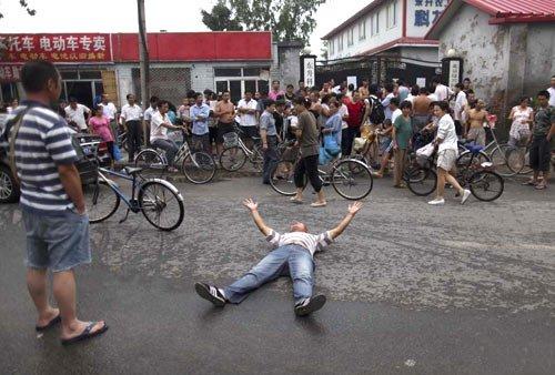 北京近30所打工子弟学校将关停 被指不人性化