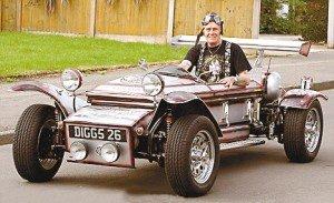 英国老人将棺材改装成汽车 时速160公里(图)