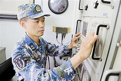 外军飞机企图接近我海军演习区域,被拦截驱离