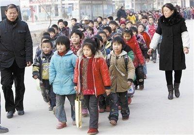 江苏校车事故赔偿每人最低20万 是否超载仍存疑