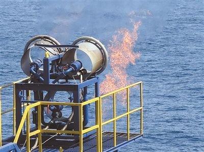 2013年3月,日本深海勘探船成功从近海地层可燃冰中分离出甲烷气体,这是世界首次。