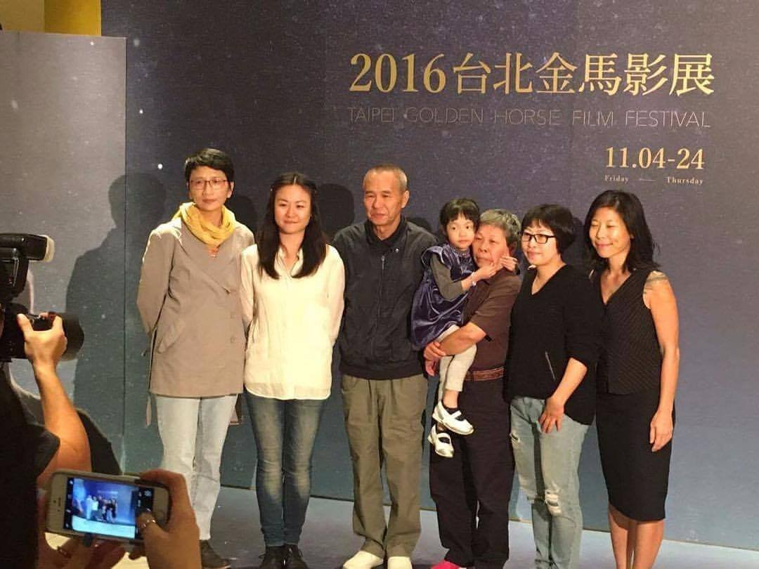 《日常对话》在台北金马影展上,(左起)雷震卿、林婉玉、侯孝贤、妈妈和女儿、黄惠侦、制片Diana