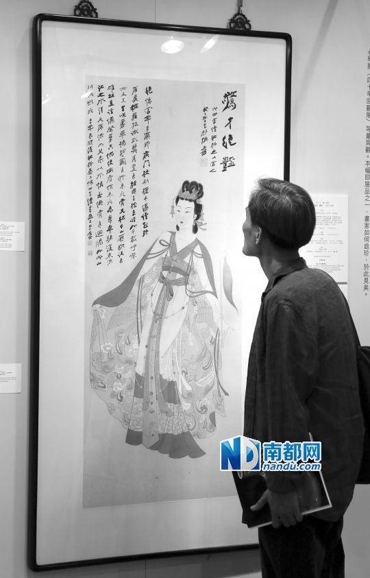 观众在香港苏富比2014年秋拍预展上观看张大千1953年作品《惊才绝艳》。2014年10月,该作品以6620万港元高价成交,为2001年上拍成交价的14倍。