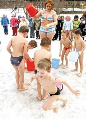 """科学""""冷锻炼""""能增强儿童体质"""