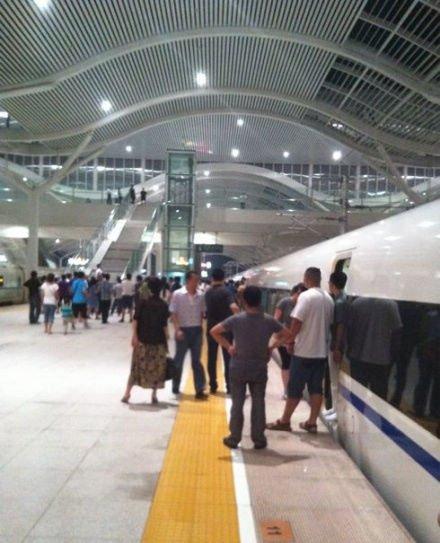 网曝京沪高铁G151次山东境内断电停车超2小时
