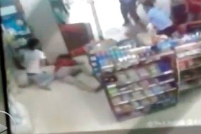 安徽警方:两警察未制止少女被杀不能称不作为