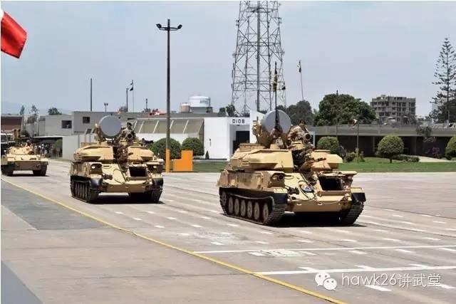 中国90B多管火箭炮亮相秘鲁阅兵式