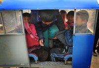组图:丰县更正校车遇险人数 领导流泪道歉