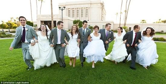 一家五兄妹同一天完婚 共邀请1200名宾客(图)