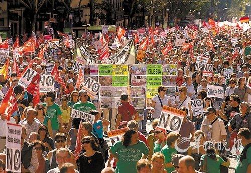 西班牙57城抗议紧缩措施 11月或组织全面罢工