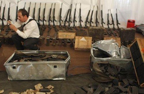 美情报称卡扎菲军缺钱粮 反对派切断其油管