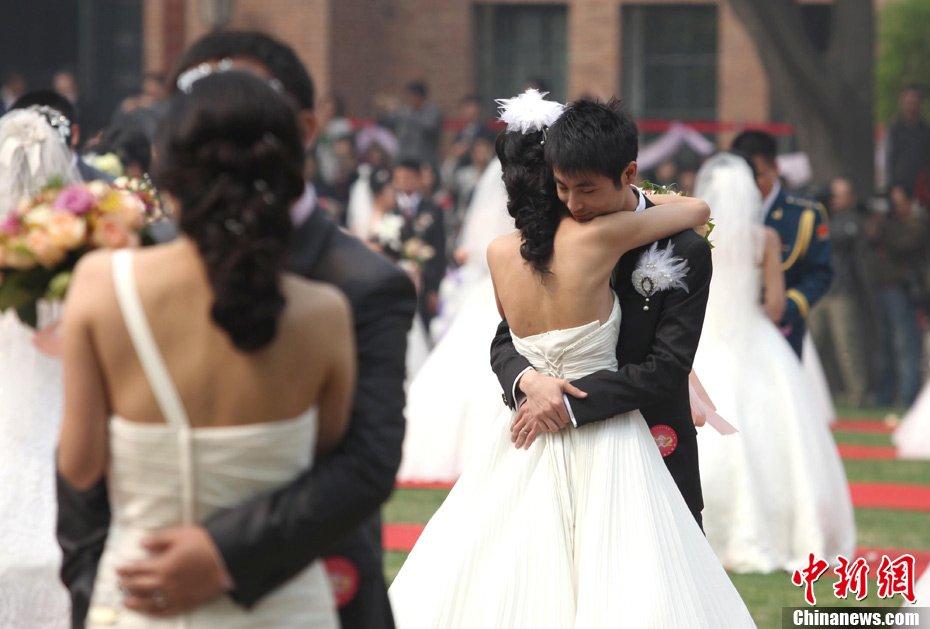 高清:清华大学举行近800人大型集体婚礼【組圖文】_图1-11