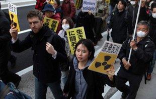 日本东京爆发千人反核游行