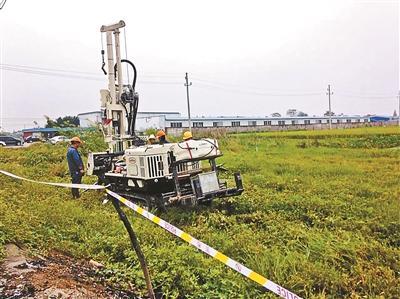 江苏一养猪场地下被指埋毒万吨 环保部介入调查