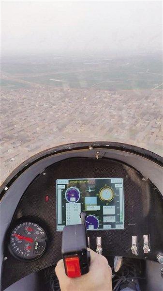 小伙自制飞机成功试飞 只有初中文化 - 海阔山遥 - .