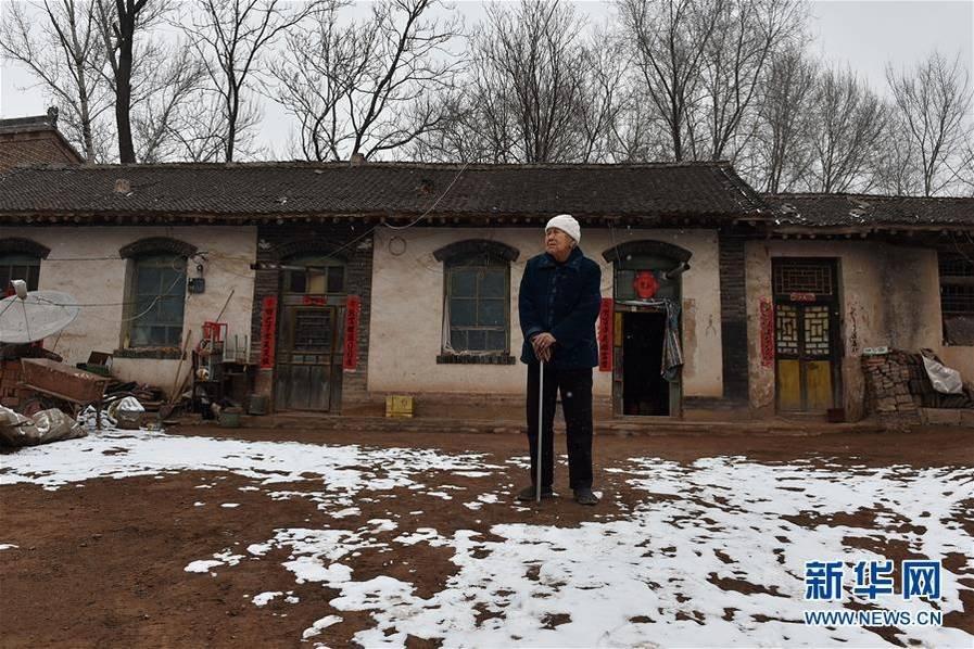 家住山西省武乡县故城镇邵渠村.1945年的夏天,17岁的李爱连在