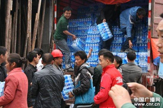 康师傅控股第二批救援物资平安抵达灾区