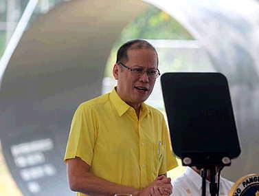 菲总统否认对华好战 称希望黄岩岛事件降级