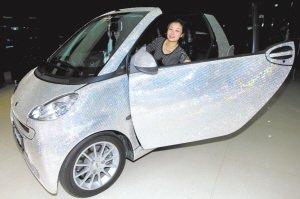 女车主花40万给汽车镶28万余颗水晶钻(图)