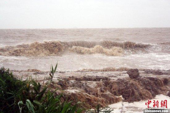 台风达维在江苏沿海登陆 连云港部分地区断电