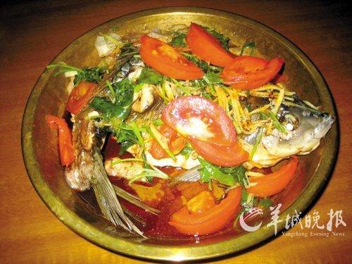 铜盘蒸鲫鱼