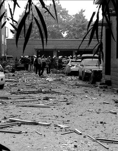 保定居民楼爆炸27人受伤 方圆200米建筑物受损