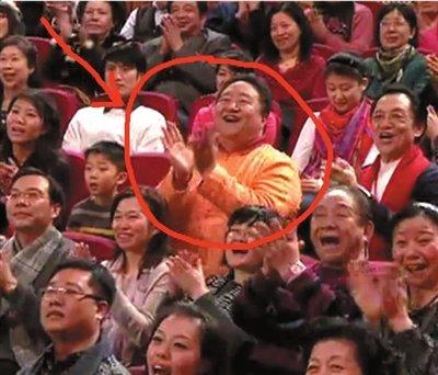 男子连续11年现身央视春晚观众席引热议(图)