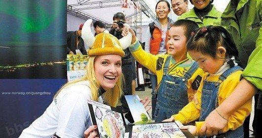 外国领馆为中国残疾儿童筹款义卖 收到5千假币