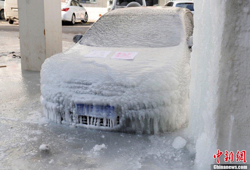 """吉林长春高架桥下的""""冰雕""""轿车(高清图) - 春风 - 多彩贵州"""