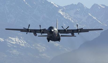 阿尔及利亚C-130军用运输机因恶劣气候坠毁 载运了军人的家庭成员