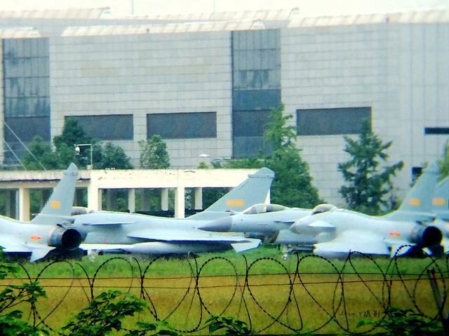 歼10C使用国产发动机成为世界最强三代机