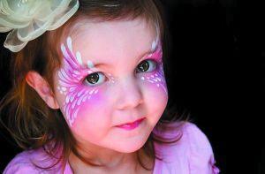 脸绘图案包罗万象,根据孩子的喜好而定.