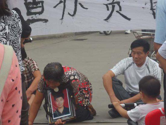 江苏千万富翁死亡 警方称其迷恋官员妻子殉情